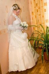 Продаю свадебное платье цвета шампань.